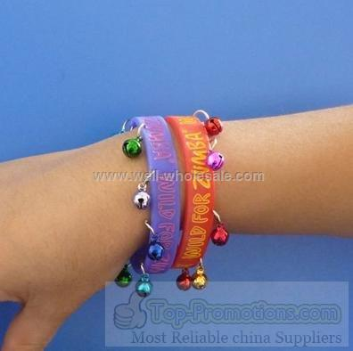 2012 fashinal camouflage silicone wristband with bells